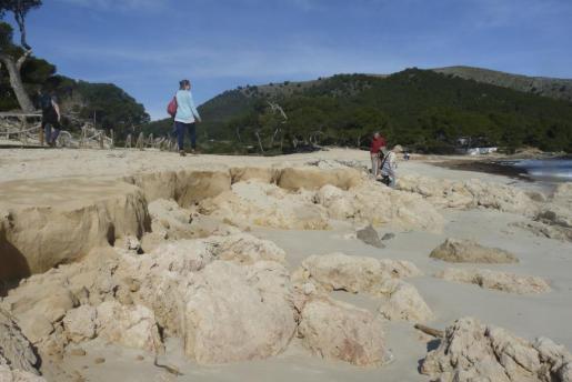 Los últimos temporales han arrasado con la arena de Cala Agulla.