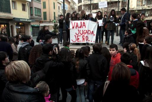 La protesta se llevó a cabo en la Plaça del Ajuntament de Inca.
