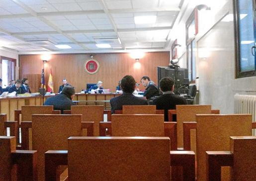 Los tres acusados durante el juicio en la Audiencia Provincial de Palma.