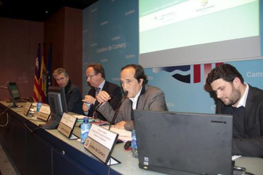 Juan Esteban, José Escalas, Joan Morey y Francisco Sastre, durante la presentación del Plan Director del Port en la Cámara de Comercio de Mallorca