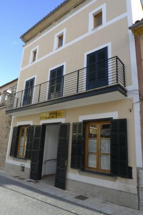 Fachada del centro de días de Sant Llorenç.