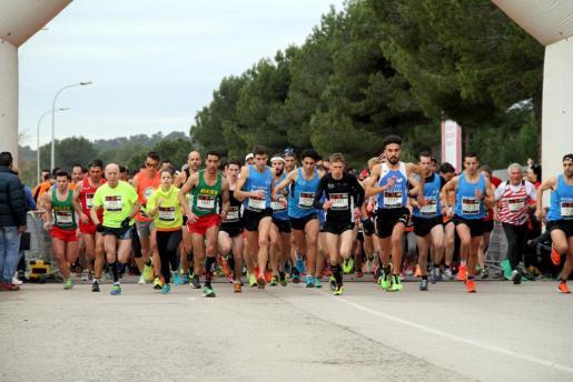 Cerca de 1.200 participantes han corrido en la Sol Marathon Magaluf.