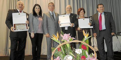 Juan José Alcalde, Esperanza Crespí, Rafael del Rey, Rafael Herrera, María Concepción Luque y José Martínez Carrillo, presidente de la Casa de Andalucía.
