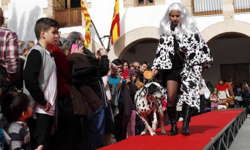 Dueños y mascotas disfrutaron de una amena jornada en la que dos canes fueron adoptados.