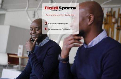 Imagen que recibe al usuario en la web del ex futbolista nigeriano.