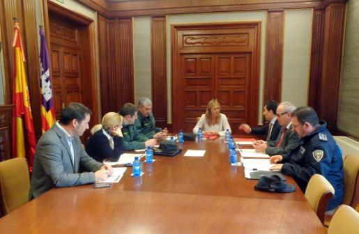 Momento de la reunión entre Teresa Palmer y Manuel Onieva.