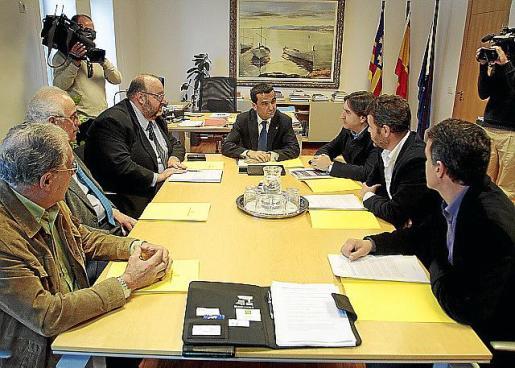 El Govern y el sector privado se reunieron para presentar la nueva campaña contra el intrusismo.