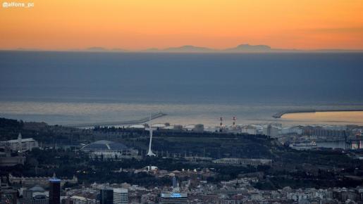 Silueta de Mallorca desde Barcelona.