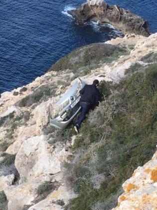 Restos del coche donde se ha encontrado el cadáver de la mujer desaparecida.