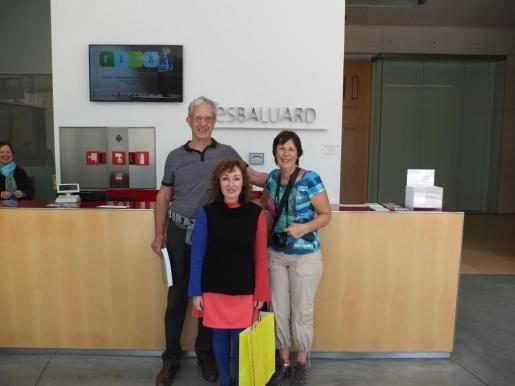 La directora del museo ha saludado a los visitantes.