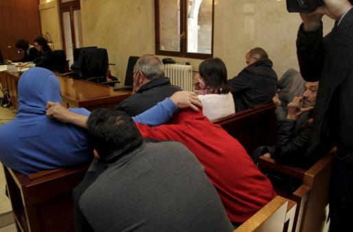 Los procesados en el banquillo de los acusados de la audiencia de Palma.