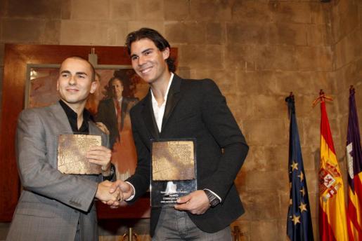 Rafa Nadal y Jorge Lorenzo recibiendo juntos el Cornelius Atticus en 2010.