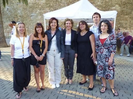 Teresa Lladó, Cristina Pérez, Nanda Ramon, Aina Calvo, Antonia Abraham, Jaume Maimó y Gemma Domínguez, en la fiesta de ses Voltes.