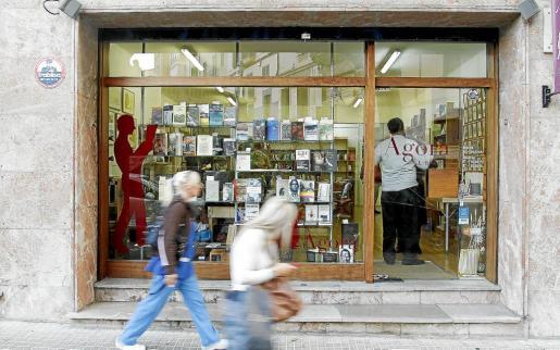 La librería Àgora, ubicada en la calle Jardí Botànic de Ciutat, cerró sus puertas el pasado 2011.