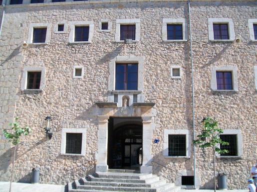 Fachada del monasterio de Lluc.