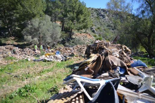 En el vertedero del Estret se han acumulado todo tipo de desperdicios.