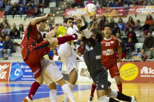 Un lance del encuentro entre ElPozo Murcia y el Palma Futsal.