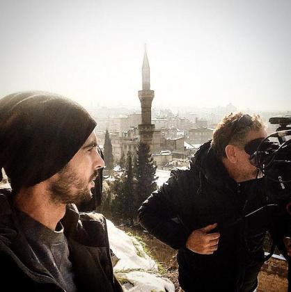 Santi Trancho, a la izquierda, durante una grabación en Turquía.