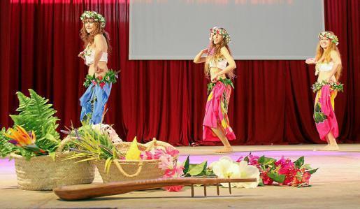 Baile tradicional ofrecido por el grupo Vahime Motu, de la Asociación de Polinesia. Foto: DANI MANAU