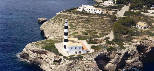 Imagen aérea del faro de Portocolom.