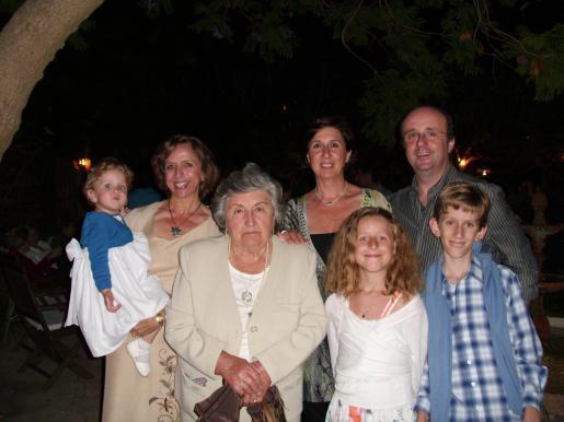 Clara Tomàs, Estela Soler, Apolonia March, Lourdes Tomàs, Vicenç Tomàs, Sebastià y Mª Inés Tomàs.