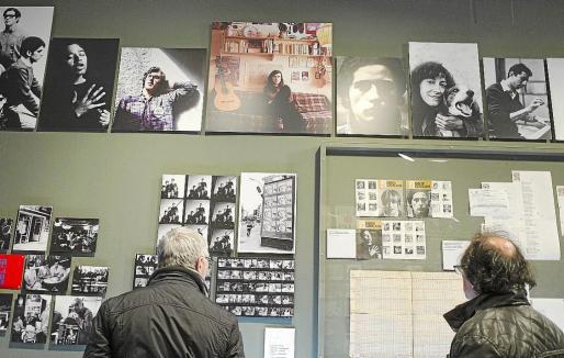 Arriba a la izquierda, imagen de Guillem d'Efak en la exposición Popcèntric.