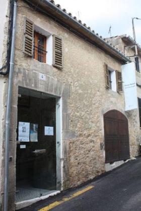 Fachada de la Casa Museu Pare Ginard.
