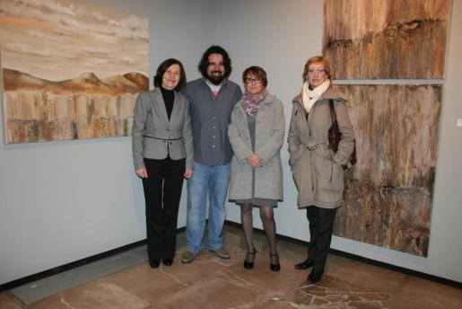 Catalina Sureda, Llorenç Garrit, Irene Mestre y María José Massot, en la inauguración.