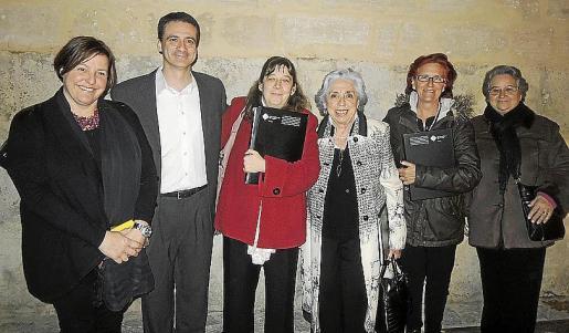 Pilar Noguera, Santi Francia, María Jesús Domínguez, Isabel López, Amparo Monleón y Felisa Gracia.
