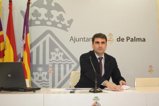 El teniente de alcalde Julio Martínez en la sala de prensa de Cort.