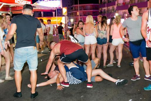 Calvià quiere evitar las escenas de desmadre protagonizadas por el turismo de sexo y alcohol en Magaluf.