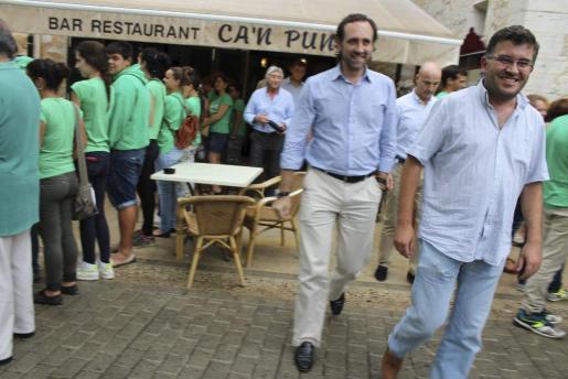 La relación entre José Ramón Bauzá y Joan Simonet era cordial durante la visita del primero a Alaró, en septiembre de 2014.