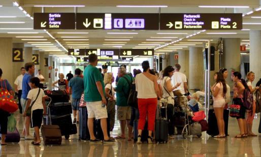 Imagen del aeropuerto de Palma de Mallorca durante la temporada alta.
