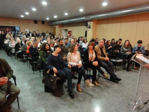 En primera fila, de izquierda a derecha, Silvia Cano, Rosa Maria Bestard y Francina Armengol.