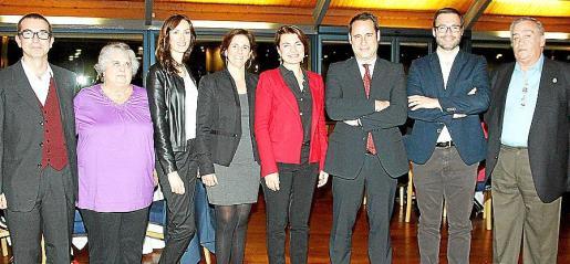 Darío Verd, Laura Palou, Xisca Oliver, María José Bauzá, Margalida Durán, el decano, Alfredo Arias; José Hila y Antoni Verger.