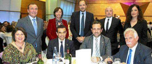 Lourdes Cardona, Joaquín García, José Ramón Bauzá y Pau Bellifante. Detrás: Jordi Mulet, Margalida Roig, Antoni Serra, Josep Lluís Aguiló y Catalina Torrens.