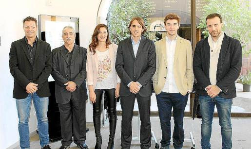 Gaspar Vera, Antoni Serra, Melisa Aliaga, Juan Antonio Ramonell, Miguel Aponte y Carlos Hernández, en el Centre Cultural Sa Nostra.