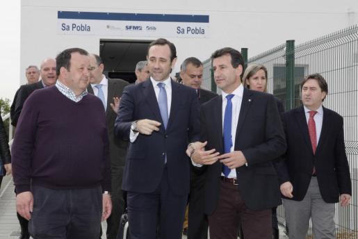 José Ramón Bauzá y el conseller Biel Company han inaugurado la estación acompañados por las autoridades municipales de sa Pobla.