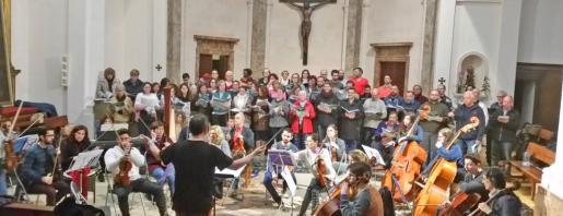 Imagen de un ensayo del Cor Ciutat de Mallorca y la Jove Orquestra.