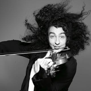 Ara Malikian tocando el violín.