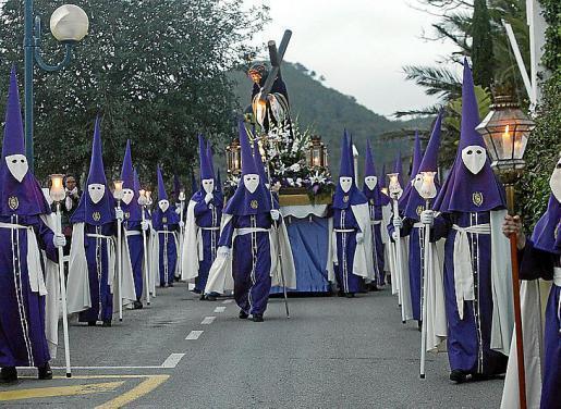 La procesión recorrió alguna de las calles más emblemáticas de la localidad para volver de regreso al templo. Foto: DANI ESPINOSA