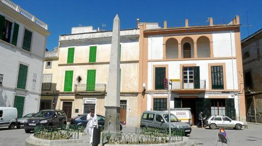 Algunos edificios como los que conforman la plaza de l'Arraval tienen unas determinadas características.