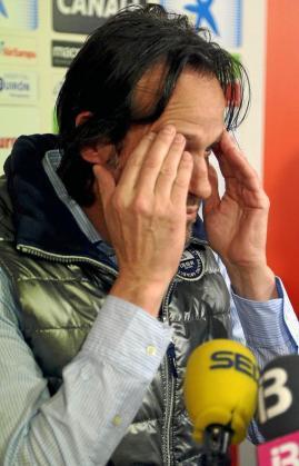 Miquel Soler, entrenador del Mallorca, gesticula durante una reciente rueda de prensa.