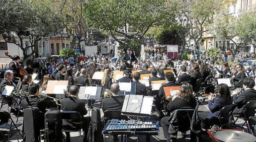 La Banda Simfònica Ciutat d'Eivissa dirigida por Adolfo Villalonga ofreció ayer un concierto con temas para todas las edades y gustos. Foto: DANI ESPINOSA
