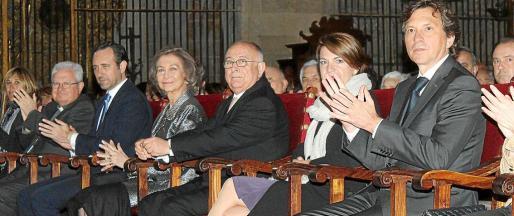 Javier Salinas, José Ramón Bauzá, Margalida Duran y Mateo Isern junto a la reina Sofía y Bartomeu Catalá en el concierto de Pascua.