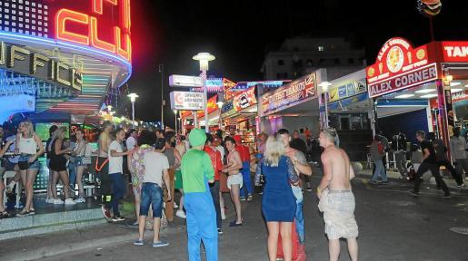Magaluf es una de las zonas turísticas donde el Ajuntament de Calvià ha actuado con mayor contundencia contra la acción de los 'tiqueteros'.