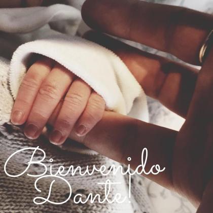 Fotografía de la mano de Dante, el hijo de Macarena Gómez y Aldo Comas.
