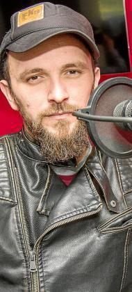 El cantautor y músico ibicenco Joaquín Garli, minutos antes de la entrevista. Foto: TONI ESCOBAR