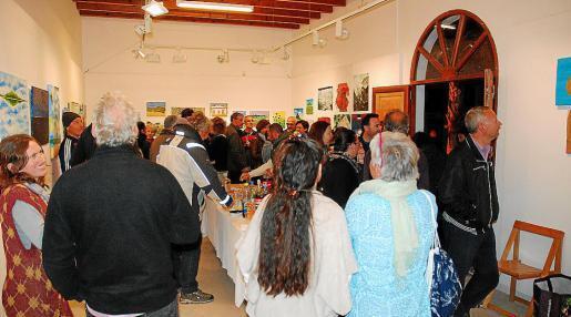 La exposición fue inaugurada el pasado lunes por los alumnos del Taller de Dibujo y Pintura que dirige Teresa Matilla.