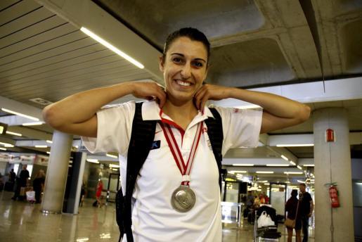 La jugadora de baloncesto de Binissalem Alba Torrens regresa a Palma tras colgarse la medalla de plata en el Mundial de Turquía.